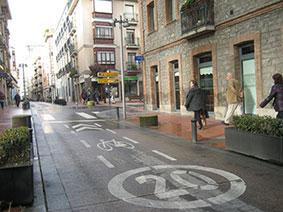 Calle velocidad 20 km/h. en Vitoria