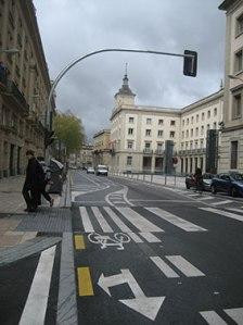 Bicis por el centro de la calzada, para luego incorporarse a la derecha de la vía.