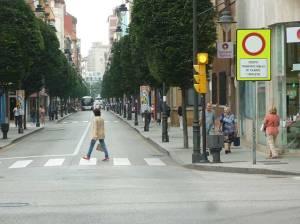 Calle en Gijón para transporte público y ciclistas
