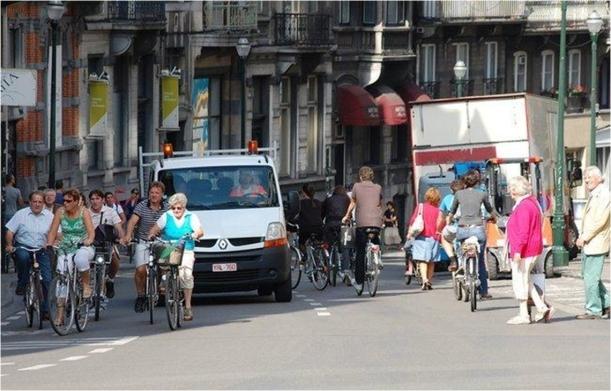 Ciclistas en ciudad