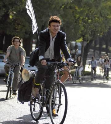 Juan Merallo, durante una actividad reivindicativa de ciclismo urbano