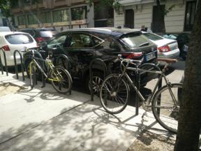 Bicis aparcadas en la calle