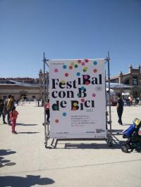 Cartel anunciador del FestiBal con B de Bici