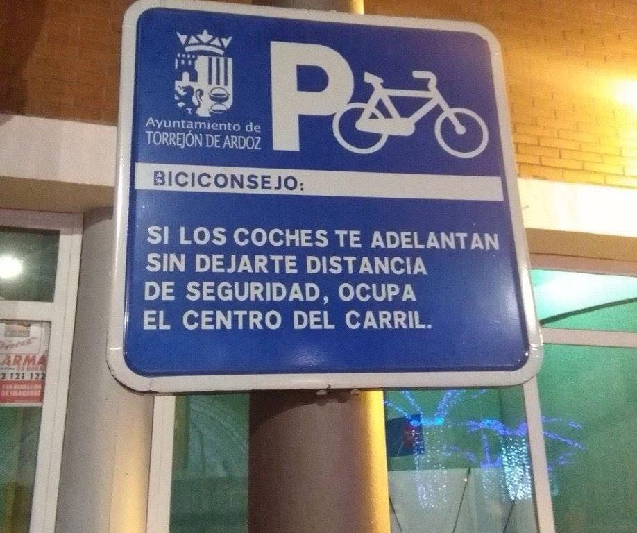 Señal con biciconsejo en Torrejón